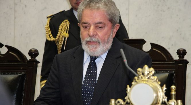Ni la cárcel es suficiente para Lula Da Silva. Lanzó campaña presidencial, a pesar de tener prohibido postular