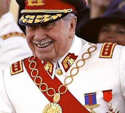Sobrina nieta de ex Presidente Pinochet, renuncia a su cargo en Intendencia, por haber escrito en Facebook (el 2014), su apoyo a Pinochet