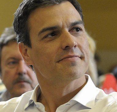 Piñera recibió en La Moneda a Pedro Sánchez, presidente español no electo por las urnas, sino vía destitución del presidente democrático.